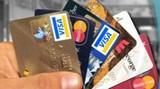 Karta debetowa a kredytowa- której używać żeby było tanio?